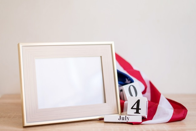 Conceito do dia da independência dos eua frame mock up para 4 de julho com a bandeira dos eua memorial day