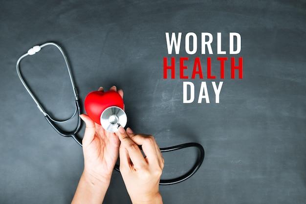 Conceito do dia mundial da saúde seguro médico com coração vermelho e estetoscópio