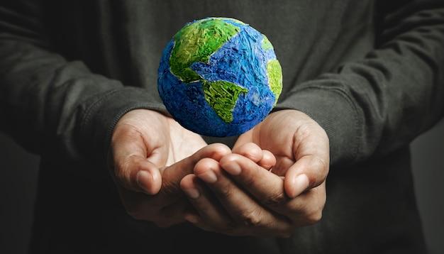 Conceito do dia mundial da terra energia verde recursos renováveis e sustentáveis cuidado ambiental