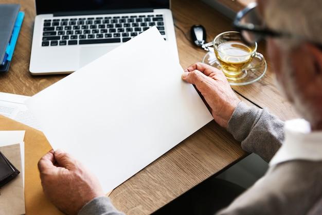 Conceito do espaço da cópia da tecnologia do portátil do espaço de trabalho