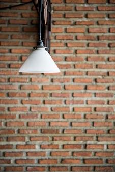 Conceito do estilo do projeto da parede de tijolo da decoração da lâmpada elétrica