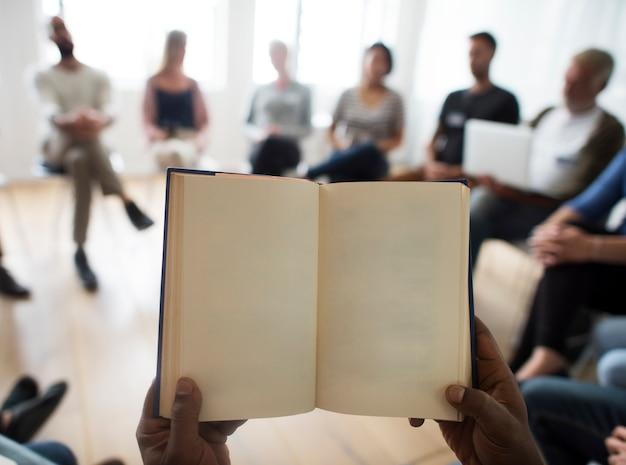 Conceito do evento do seminário dos trabalhos em rede do caderno