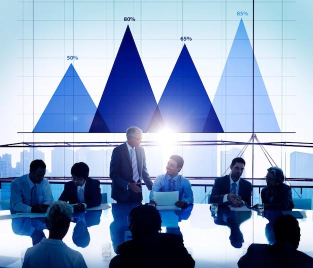 Conceito do gráfico do mercado da estratégia da análise de dados comerciais