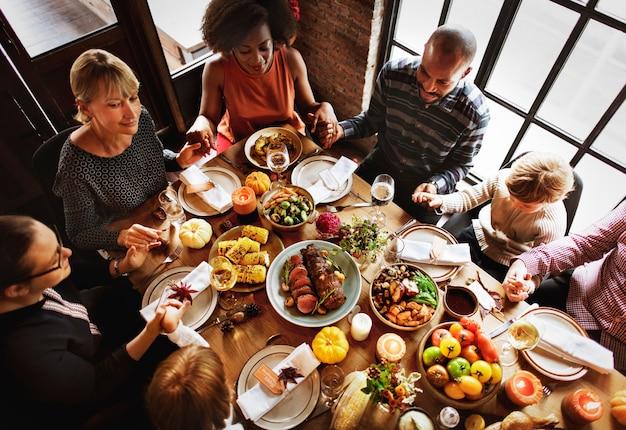 Conceito do jantar da família da tradição da celebração da ação de graças
