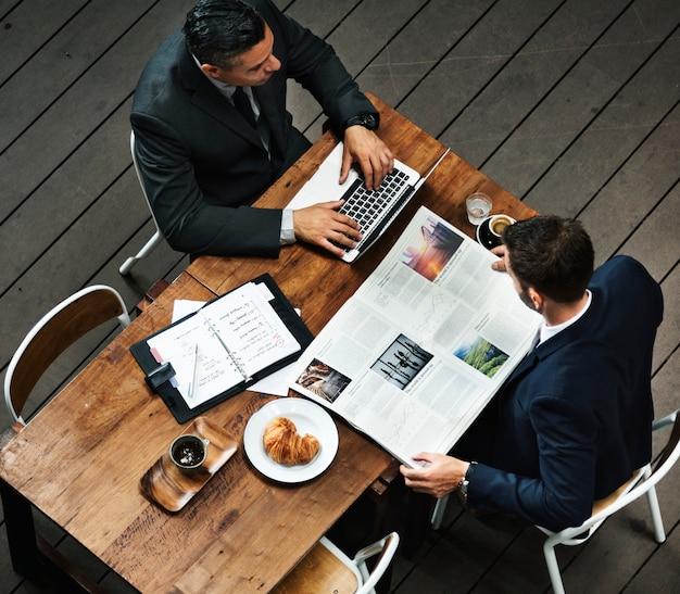 Conceito do plano de negócios de brainstorming do auxílio da análise