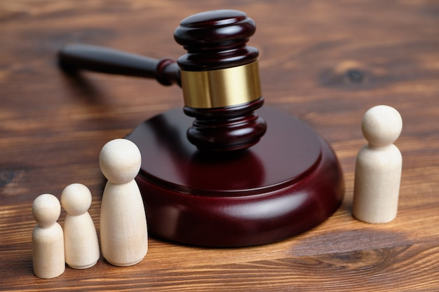 Conceito do processo de retirada de filhos de um dos pais