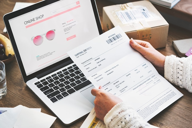 Conceito do web site da conexão da compra da compra em linha
