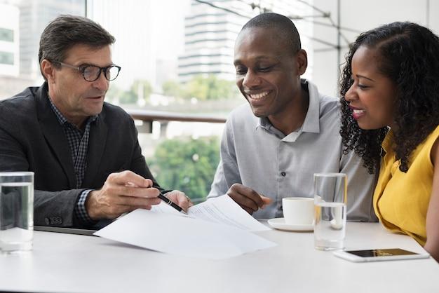 Conceito dos povos da conexão de uma comunicação empresarial