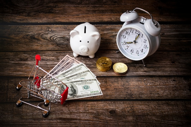 Conceito economizar dinheiro dólares, cofrinho de depósito, finanças empresariais, dinheiro de compras, conceito de dinheiro crescente
