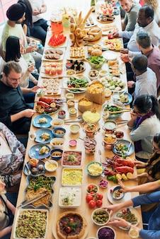 Conceito gourmet culinário do partido de bufete da culinária da restauração do alimento