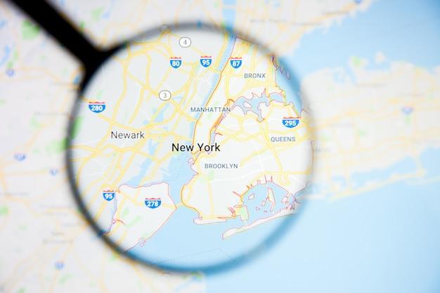 Conceito ilustrativo de visualização da cidade de nova york na tela de exibição através de lupa