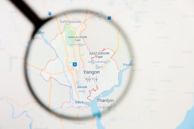 Conceito ilustrativo de visualização da cidade de yangon, mianmar na tela de exibição através de lupa