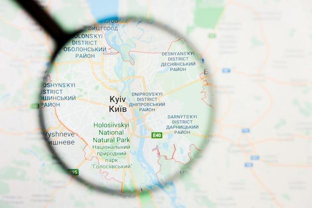 Conceito ilustrativo de visualização de cidade de kiev, ucrânia na tela de exibição através de lupa
