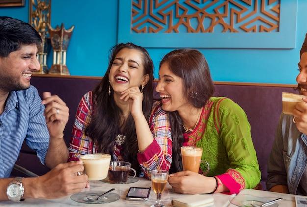 Conceito indiano do chá do café da ruptura do café bebendo da afiliação étnica