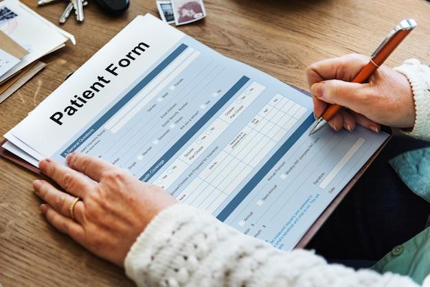 Conceito médico de registro de análise de formulário de informações do paciente
