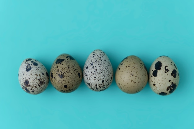 Conceito mínimo de ovos de páscoa. conceito de fundo de ovo