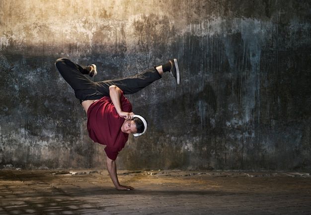 Conceito na moda do estilo de vida dos adolescentes do movimento de breakdance
