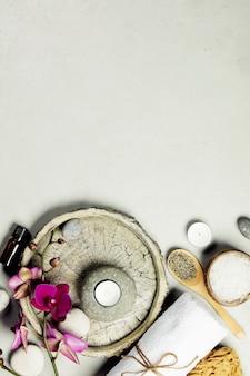 Conceito natural de spa em fundo cinza de concreto, close-up