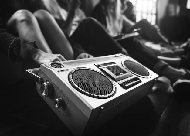 Conceito ocasional dos adolescentes de rádio do estilo da unidade dos amigos da música