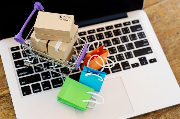 Conceito on-line de compras fácil