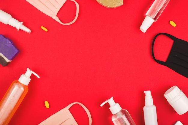 Conceito pandêmico covid-19. layout das coisas para se proteger no vermelho.