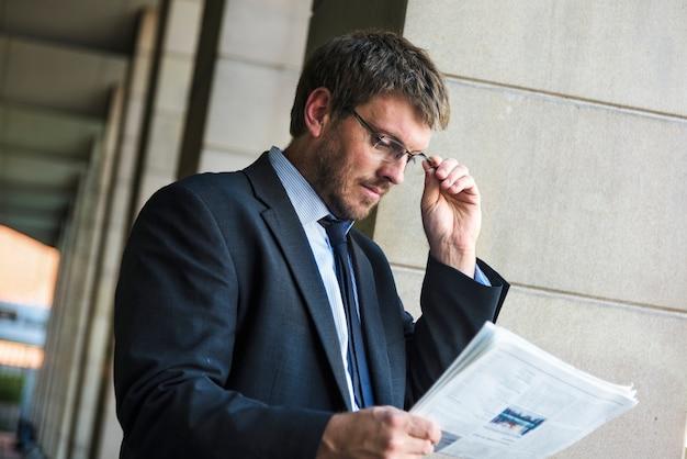 Conceito profissional masculino caucasiano do homem de negócios