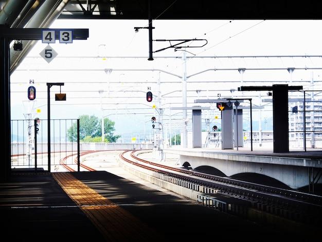 Conceito público da metrópole da estação da plataforma da estação de trasportation