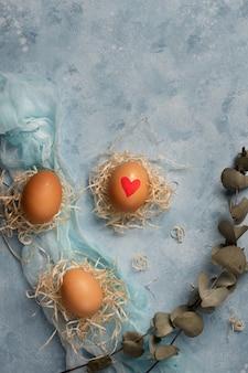 Conceito tradicional de ovos de páscoa festivo