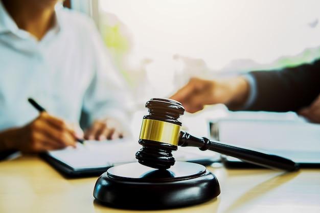 Conceitos de direito e serviços jurídicos