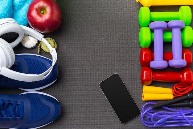 Conceitos de fitness sports com equipamento de ginásio