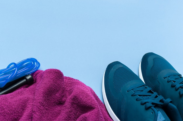Conceitos de fitness sports com equipamentos de ginástica