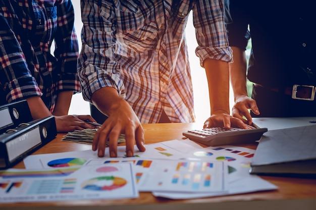 Conceitos de negócios, planejamento de negócios e trabalho em equipe com espaço de cópia