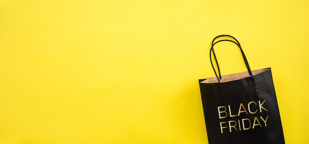 Conceitos do festival de sexta-feira negra com texto na sacola de compras Foto Premium