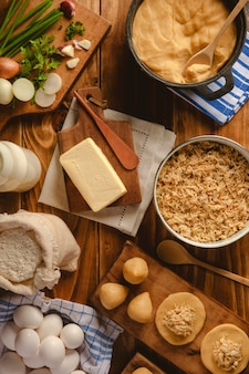 Concepção da preparação de croquete petiscos brasileiros de frango