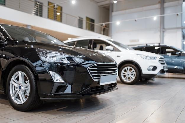 Concessionária de automóveis, apresentação de automóveis, ninguém. novo showroom de veículos, conceito de negócio de revendedor de automóveis