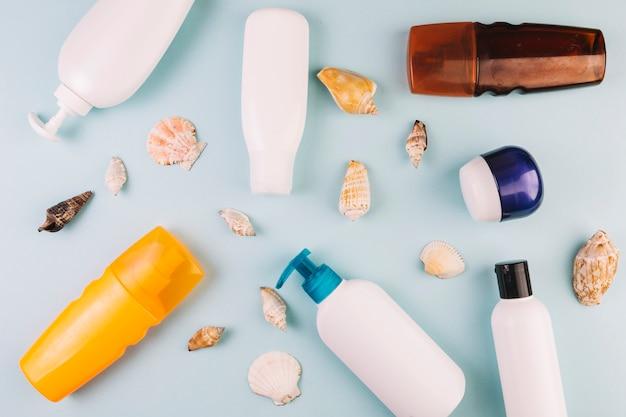 Conchas e cosméticos para banhos de sol