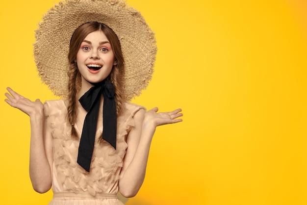 Concurso de boneca vintage imagem de uma jovem garota em um vestido transparente