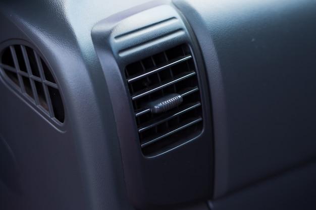 Condicionador de ar em carro compacto