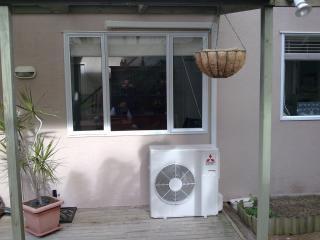 Condicionador de ar sob a janela