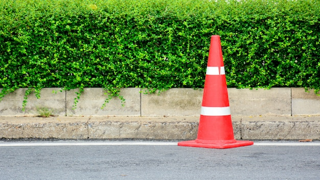 Cone de tráfego na estrada