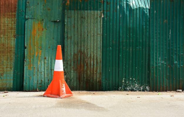 Cone de tráfego na trilha