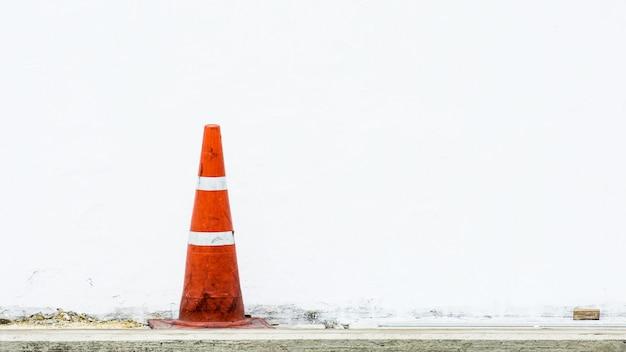 Cone de trânsito laranja