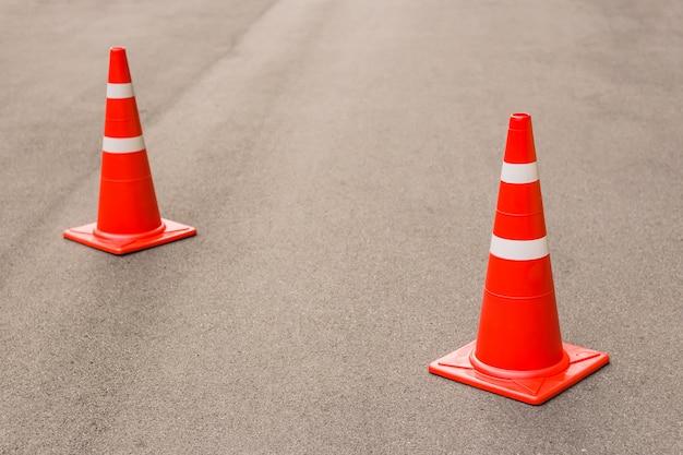 Cone de trânsito na estrada