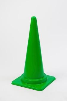 Cone verde sobre fundo branco