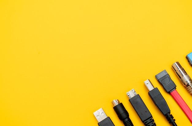 Conectando fios para o computador. tipos de conectores