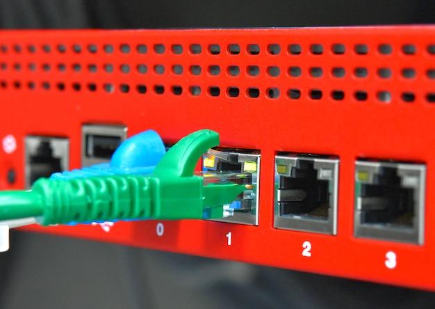 Conecte o cabo de controle
