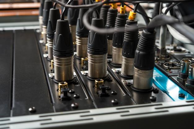 Conector de áudio para mixer de música, conector de áudio conectado ao mixer de som