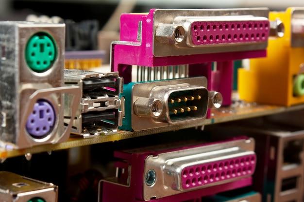 Conector do computador na placa eletrônica