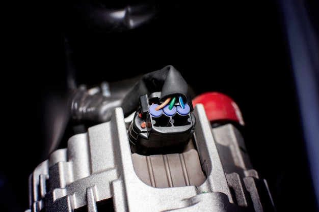 Conector do fio do soquete elétrico ao alternador do carro do sistema de motor.
