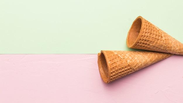 Cones de sorvete crocantes não preenchidos